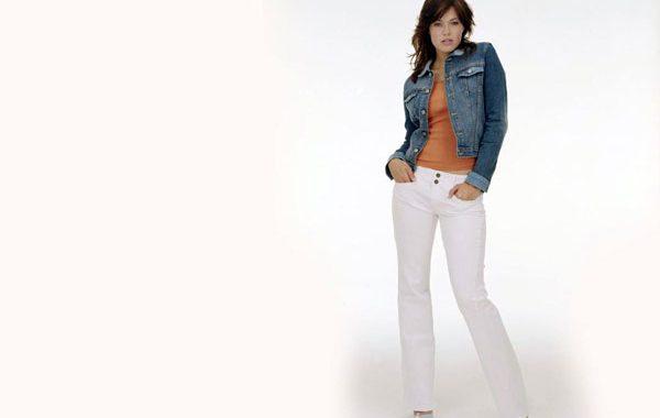 Her mevsim beyaz pantolon